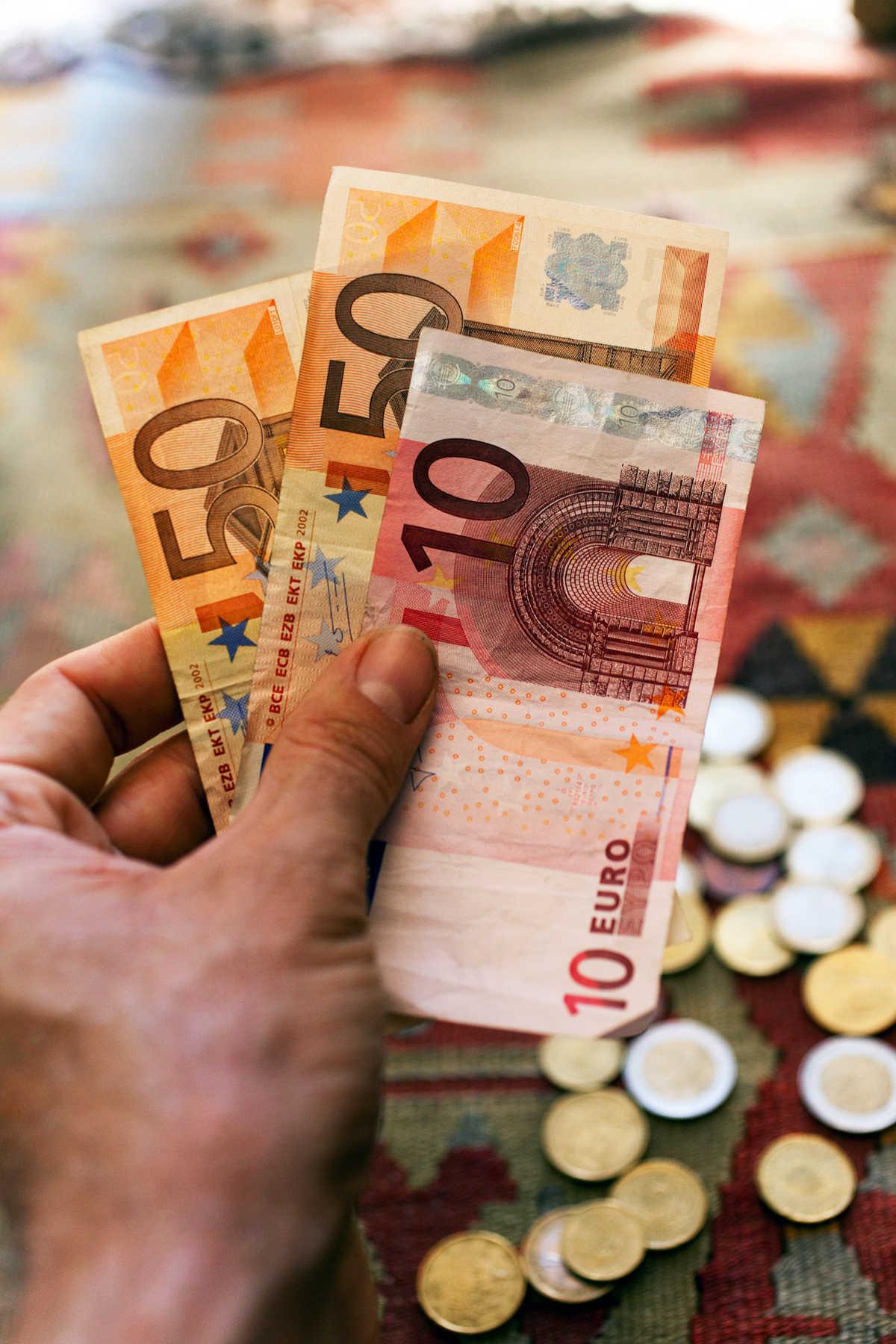 Euro Notes, Europe